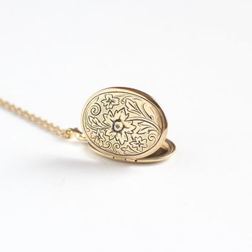 Vintage 10k Gold Filled Oval Flower Locket Necklace - 1940s 1950s Mid Century Sweetheart Swirling Floral Romantic Pendant Charm Jewelry