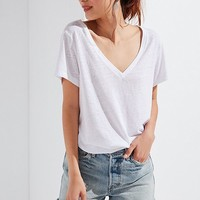 UO The Mom V-Neck Tee | Urban Outfitters