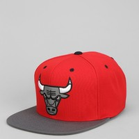 Mitchell & Ness XL Reflective Two-Tone Bulls Snapback Hat - Urban Outfitters