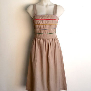 Vintage 1980s khaki cotton day dress with panelled bodice and coloured piping detail / Size 12