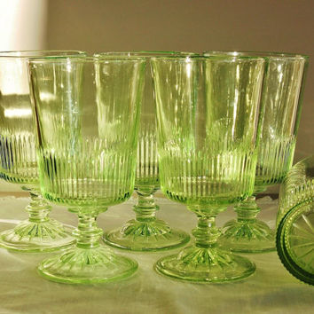 5 Green Glass Goblets, Light Green Starburst Stemware, Art Deco Spring Green Water Glasses, Pedestal Drinking Glasses