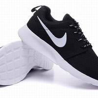 Nike White & Black Roshe Mens Running Shoes