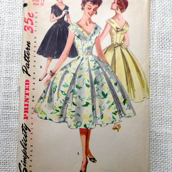Vintage Pattern Simplicity 1119 Bust 29 1950s dress Rockabilly Gored full skirt New Look 1955 prom dress wedding dress