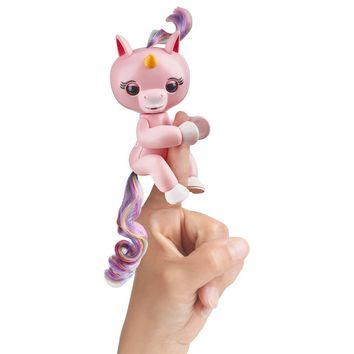 Fingerlings Baby Unicorm- Gemma (Pink with Rainbow Mane and Tail)