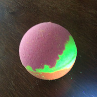 Trippin Balls black light bath bomb glow