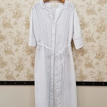 White 3/4 sleeve embroiders linen dress