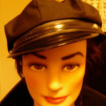 Mod 70s Newsboy Cap with Patent Leather Front / So Cute / Hip / Retro