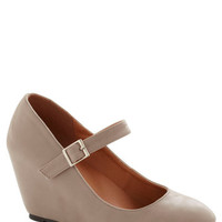 A Simple Smile Wedge in Taupe
