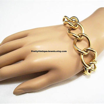 Monet Big Curb Link Chain Bracelet Gold Tone Vintage Straight Toggle Bar Closure Hangtag Wavy Wide Rings Small Extension Circles