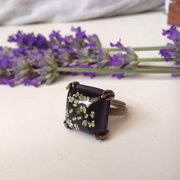 cute ring with natural pressed little flowers and clear resin over black background - black square ring - missmayoshop