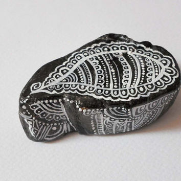 Paisley Art Painted stone Rock Art, Pebble Stone Art Hand painted Stones, Painted River Stone Zentangle Mandala Drawing Stones, office gifts