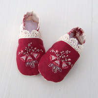 Baby Shoes Hanky Booties Baby Girl Gift Vintage Handkerchief and Lace Newborn to 3 months Crib Shoes unique one of a kind floral hanky