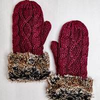 CABLE KNIT FAUX FUR TRIM MITTENS
