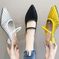 In summer hot style sells crystal and pointed Roman slippers