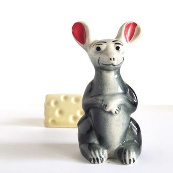 Vintage Mouse with Swiss cheese Salt and Pepper shaker set, 1960's Mouse and Cheese Figurine