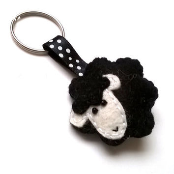 Felt sheep keychain - black sheep - lamb - felt accessories - eco friendly - gift for him - gift for her - key holder - felt animals