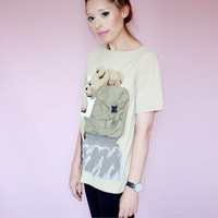 90s Vintage T-Shirt with Traveler Bear reading map on the back - ecru - small medium large size