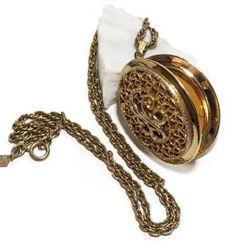 SARAH COVENTRY Locket,Vintage Photo Locket,Sarah Cov. 70s Pendant Necklace,Filigree Locket,Large Oval Locket with Chain,Made in Canada