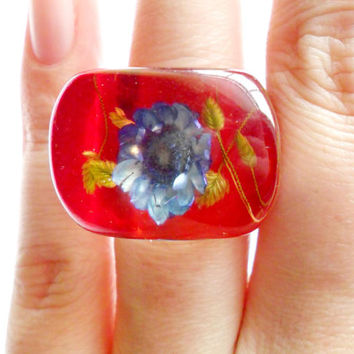 Vintage Straw Flower Lucite Ring Size 7 Embedded Bubble Ring Red Blue Purple Green Clear Retro Kitsch Spring Chunky Bold