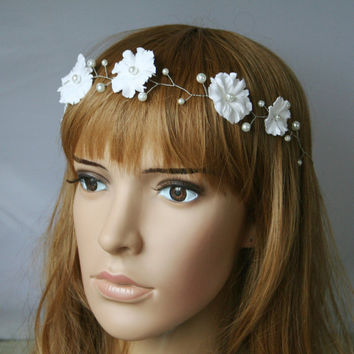 White bridal flower crown, Wedding crown, Flower girl wreath, Floral crown, Bridal flower Headpiece, Flower girl headpiece, First communion