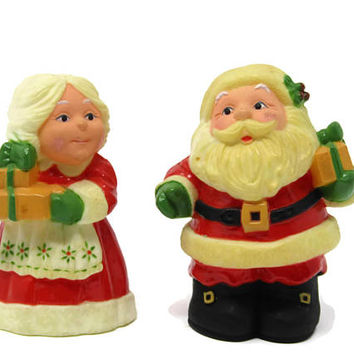 Vintage Hallmark Santa Salt and Pepper Shakers - Santa and Mrs. Clause Shaker - Christmas Salt and Pepper Shakers - Christmas Decor