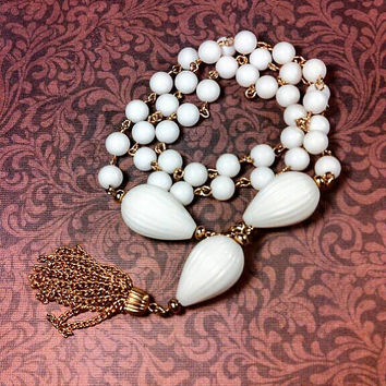 Milk white lucite plastic ribbed and round bead convertible necklace OR bracelet. Very good condition.
