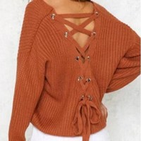V-neck knit shirt with loose eye cross-lacing cord and hollowed-out sweater