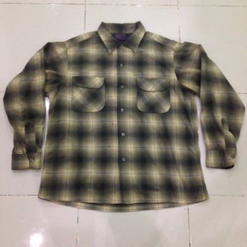 vtg 1960's Pendleton Plaid Long Sleeve Shirt - Men's Large - two front Pockets - 100% Virgin Wool very rare Great Shape