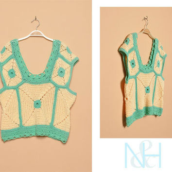 Vintage 1970s Two-Tone Crochet Blouse with Relaxed Fit