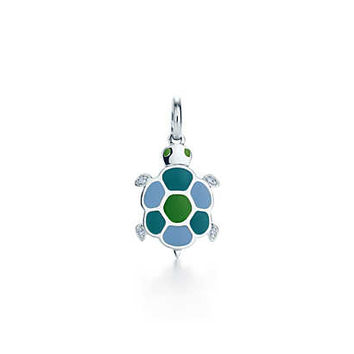 Tiffany & Co. - Turtle charm in 18k white gold with diamonds and lacquer.