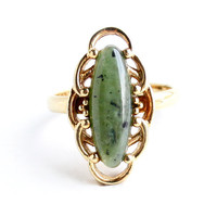 Vintage Green & Black Speckled Stone Ring -  Retro Sarah Cov 1970s Gold Tone Costume Jewelry / Oriental Melody