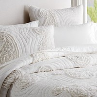 KATELYN PAISLEY RUFFLE APPLIQUE QUILT & SHAMS
