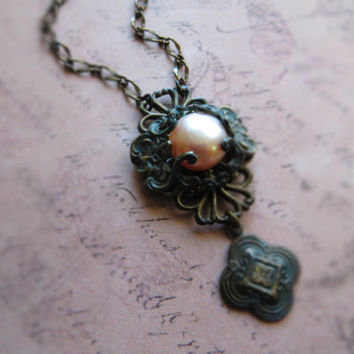 Bohemian vintage patina pearl necklace / pink freshwater pearl, oxidized brass