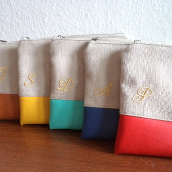 Set of 5 Personalized Bridesmaids Clutches / Bridesmaid Gift / Embroidered Wedding Clutches / Initial Pouches