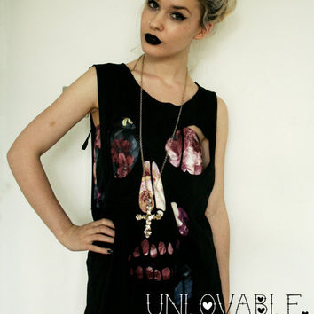 Skull cut out distressed tshirt vest. BLACK