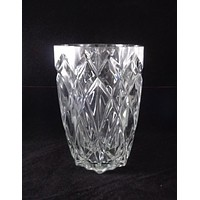 Crystal Vase With Cut Diamond Pattern