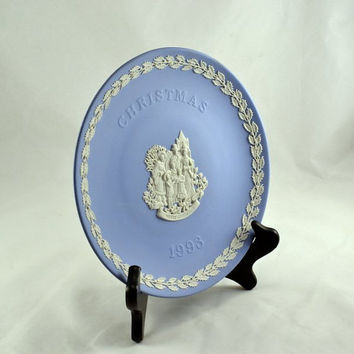 Christmas Plate - Wedgwood Blue & White Jasperware - 1993 Christmas Carolers - Holly Leaf Border