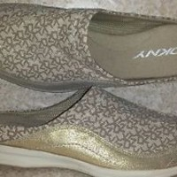 DKNY LOGO Womens slides sport shoes sneakers beige and Gold size 8 Near Mint