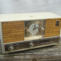 Vintage General Electric Clock Radio 1950's