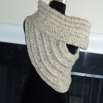 Handmade Katniss inspired cowl Sz Large Oatmeal, Huntress Scarf. Hunger Games, Catching Fire