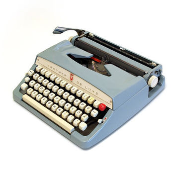 Brother DeLuxe portable typewriter. Light blue/gray colour. Brother Industries ltd. c. 1968. L7761858