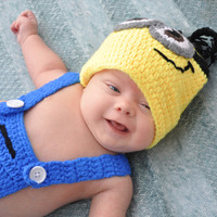 Newborn Minion Hat & Overalls