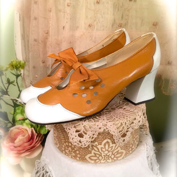 60s Shoes, 1960s FanFare, Tan n White Shoes, MaryJanes, Leather Uppers, Chunky Heels, Vintage Shoes, Vintage Accessories, Mod Shoes, Size 7