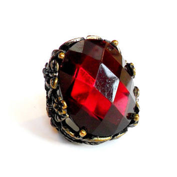 Vintage Ruby Red Chunky Ring - Size 8 - Acrylic Stone Ring - Flower Leaf Leaves - Bold Large Ring - Heavy Cast Ring - Woodland Fantasy