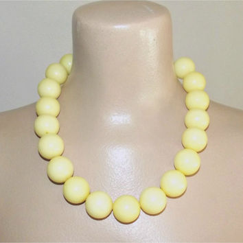 Vintage 50s HUGE Big Bead Gumball Necklace in Soft Yellow Chunky Choker ROCKABILLY Pin-Up Jewelry