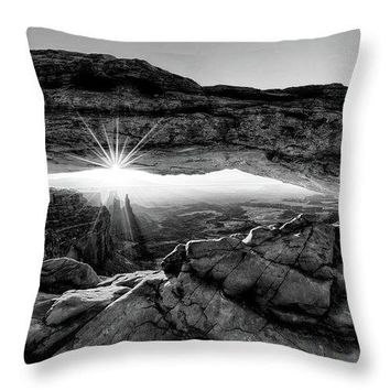 Supernatural West - Mesa Arch Sunburst In Black And White - Throw Pillow