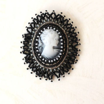 Beaded Victorian cameo brooch, Bead embroidery,  Vintage look, victorian lady profile, black and white, jewelry pin, ready to ship