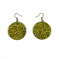 CD recycled round Earrings : Golden spirals on black background - by Savousepate