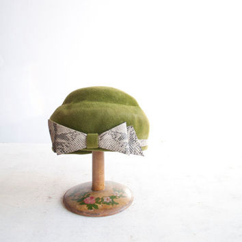 Vintage 50s Moss Green Hat / Felted Wool / by GingerRootVintage