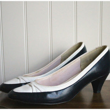 Vintage 60s Navy and White Spectator Pumps By Shelby// Navy and White Shoes// Pumps Kitten Heels// Sz 6